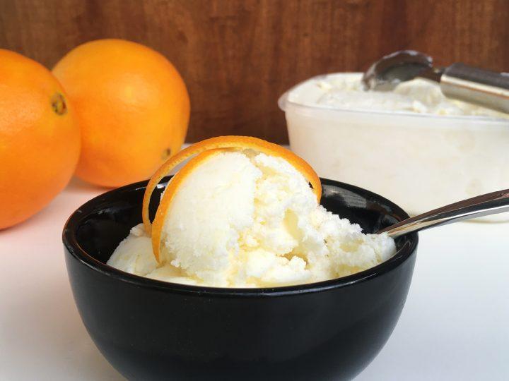 Sinaasappel-yoghurtijs