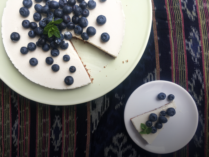 Yoghurt-cheesecake met honing en blauwe bessen
