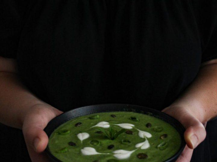 Yoghurtsoep met avocado, spinazie, komkommer en koriander