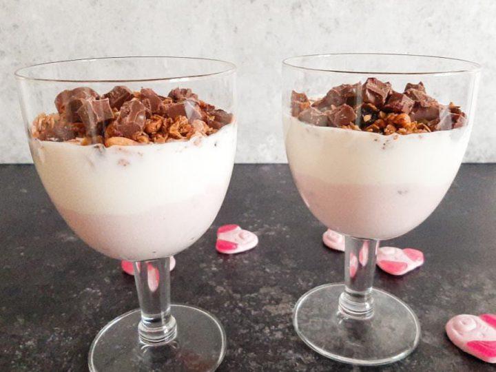 Yoghurt-toetje in glas